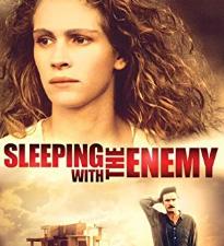 Триллер « В постели с врагом», с Джулией Робертс в главной роли, ожидает перезагрузка