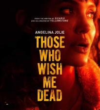 Анджелина Джоли борется с огнем и убийцами в первом трейлере триллера «Те, кто желают мне смерти»